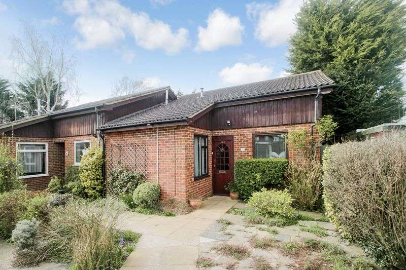 2 Bedrooms Semi Detached Bungalow for sale in Ashtead