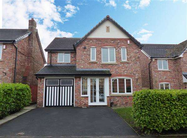 4 Bedrooms Detached House for sale in Wrenbury Drive, Rochdale