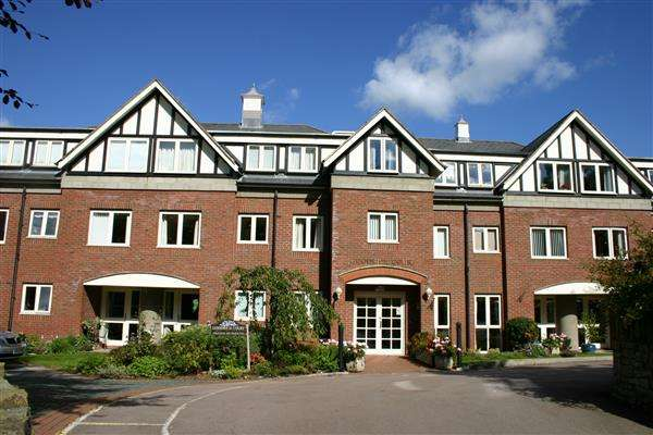 2 Bedrooms Retirement Property for sale in Goodrich Court, Ross-on-Wye