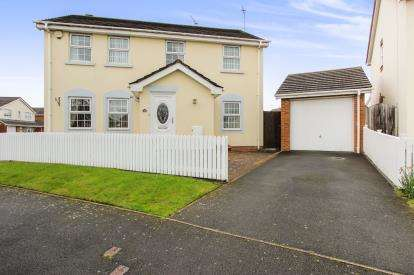 4 Bedrooms End Of Terrace House for sale in Hermitage Way, Lytham St. Annes, Lancashire, England, FY8