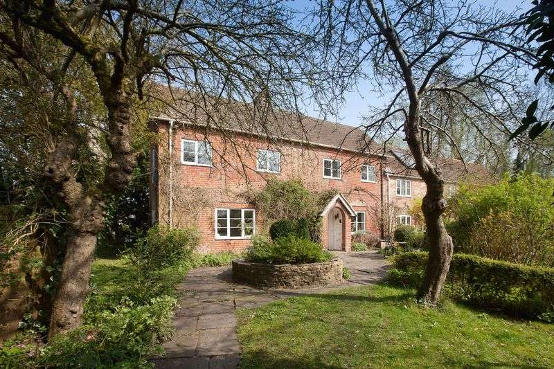 3 Bedrooms Semi Detached House for sale in The Fishing Lodge West, Britford, Salisbury
