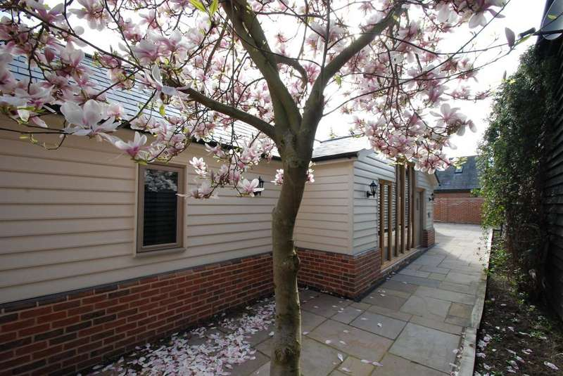2 Bedrooms Detached House for sale in Baldock Road, Buntingford, SG9