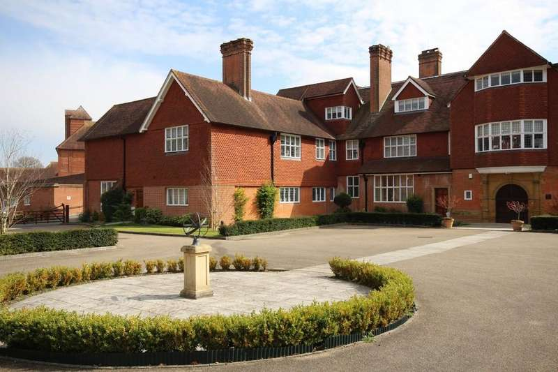 2 Bedrooms Apartment Flat for sale in Elizabeth Drive, Banstead