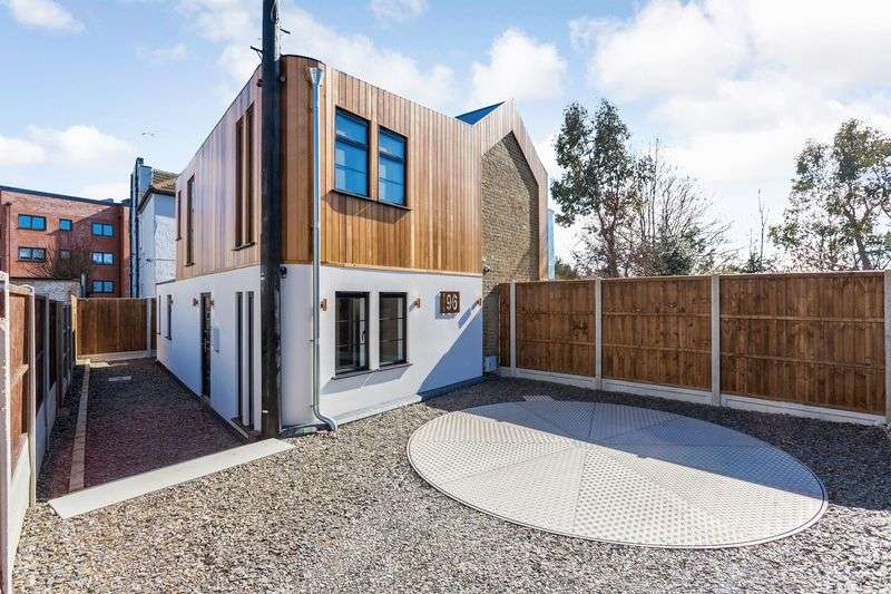 3 Bedrooms Detached House for sale in The Factory, Leigh On Sea