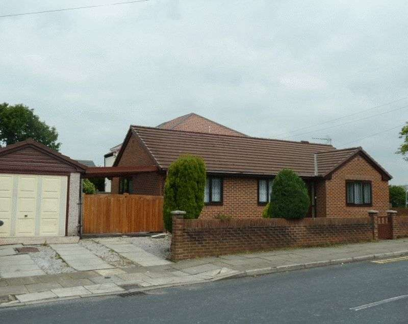 3 Bedrooms Bungalow for sale in Brandlesholme Road, Bury