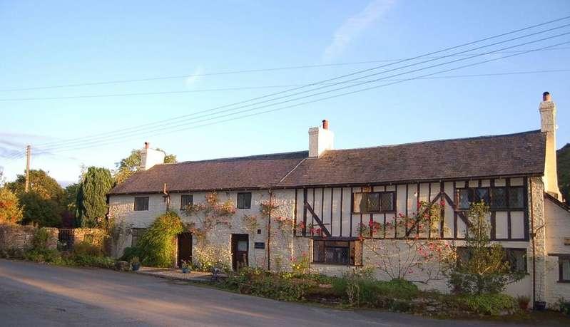 5 Bedrooms Detached House for sale in Llanfairwaterdine, Knighton, Shropshire