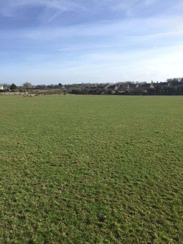 Detached House for sale in 6.967 acres of Pasture Land, New Barn, Barry