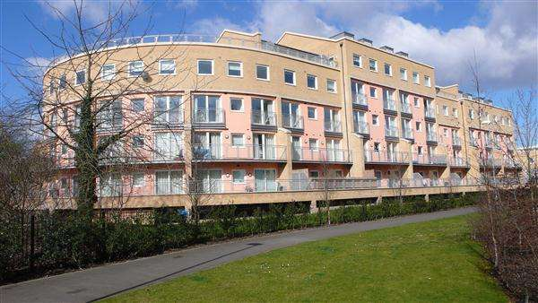 1 Bedroom Apartment Flat for sale in Wooldridge Close, Bedfont