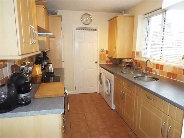 2 Bedrooms Cottage House for sale in Robert Street, New Silksworth, Sunderland, Tyne and Wear