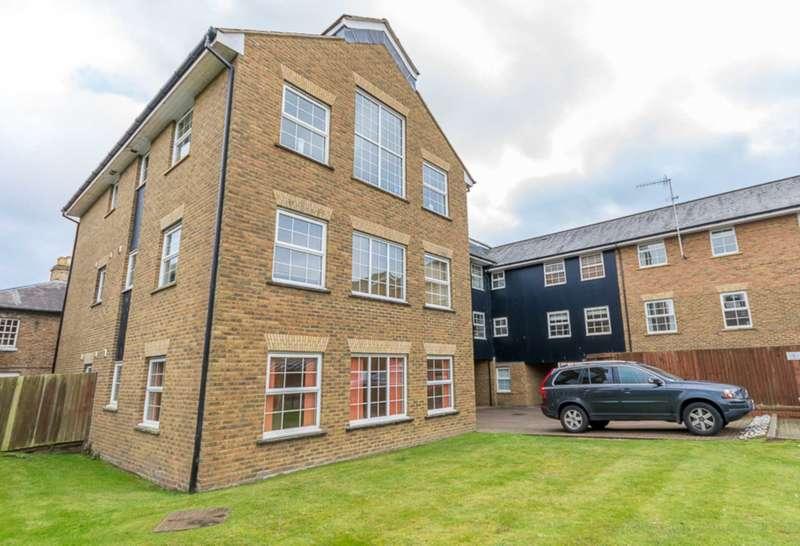 2 Bedrooms Flat for sale in Fourdrinier Way, Apsley, Hemel Hempstead, Hertfordshire