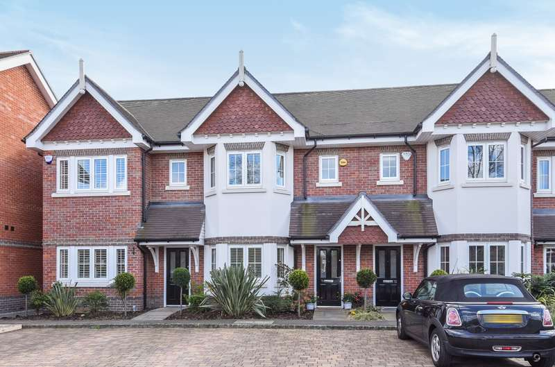 4 Bedrooms House for sale in Hersham