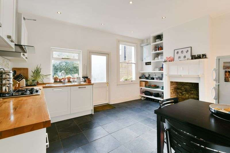 2 Bedrooms Terraced House for sale in Leverson Street, London