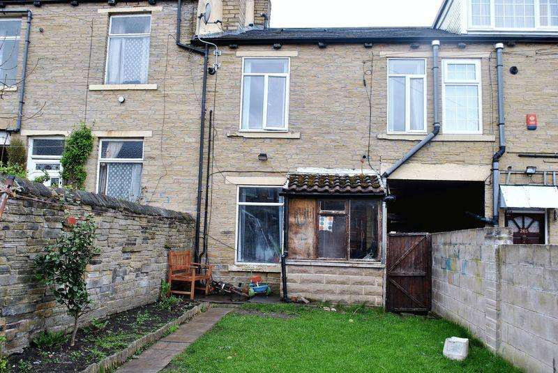 3 Bedrooms Terraced House for sale in Girlington Road, Bradford