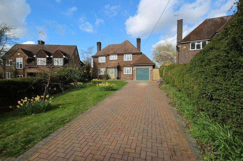 3 Bedrooms Detached House for sale in Summerhill Close, Haywards Heath
