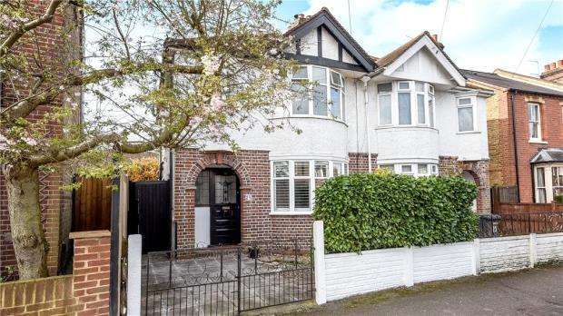 3 Bedrooms Semi Detached House for sale in Springfield Road, Windsor, Berkshire