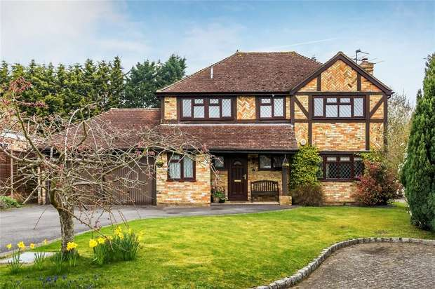 4 Bedrooms Detached House for sale in Bisley, Surrey