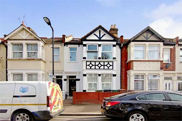 2 Bedrooms Flat for sale in West End Avenue, Leyton, London