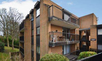 2 Bedrooms Flat for sale in Oakbrook Court, Graham Road, Sheffield, South Yorkshire