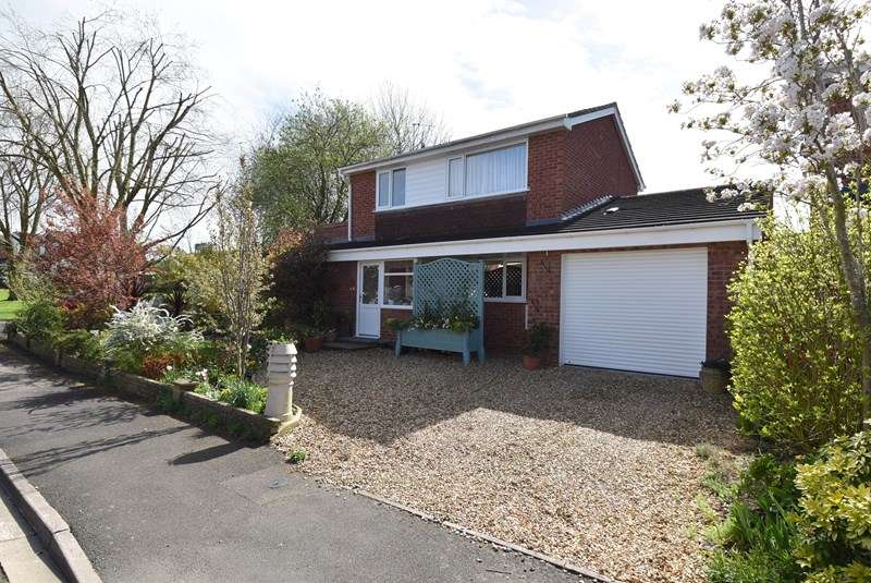 3 Bedrooms Detached House for sale in Maple Grove, Droitwich