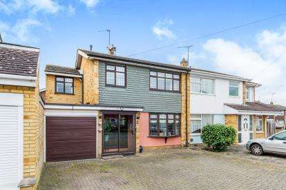 4 Bedrooms Semi Detached House for sale in Romford
