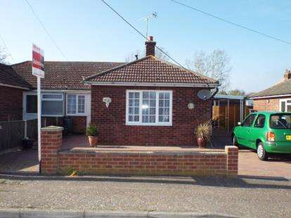 2 Bedrooms Bungalow for sale in Little Oakley, Harwich, Essex