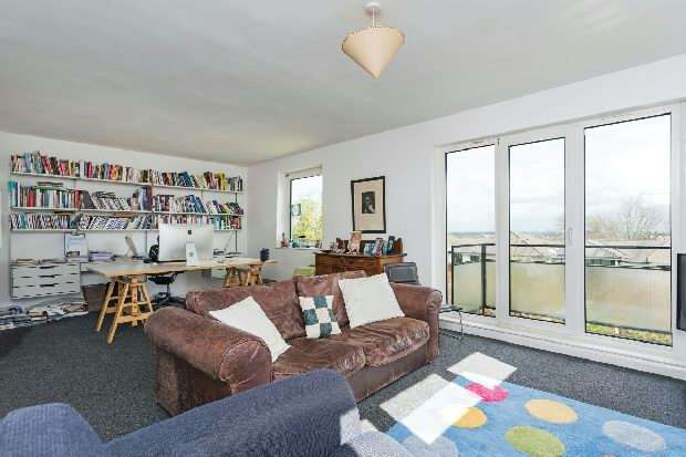 2 Bedrooms Flat for sale in Crestview, Dartmouth Park Hill, Dartmouth Park, NW5