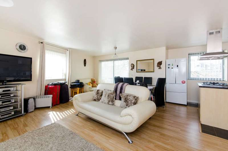 3 Bedrooms Flat for sale in Streatham High Road, Streatham Common, SW16