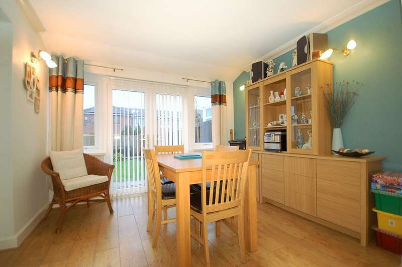3 Bedrooms Semi Detached House for sale in Winster Place, Blackpool
