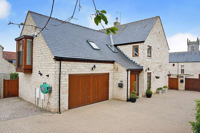 5 Bedrooms Detached House for sale in Hungate Close, Saxton, LS24