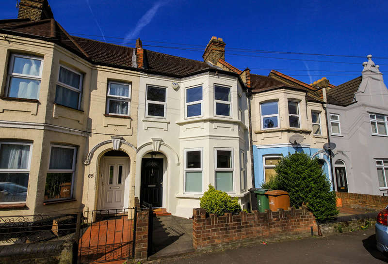 3 Bedrooms Terraced House for sale in Chingford Lane, Woodford Green