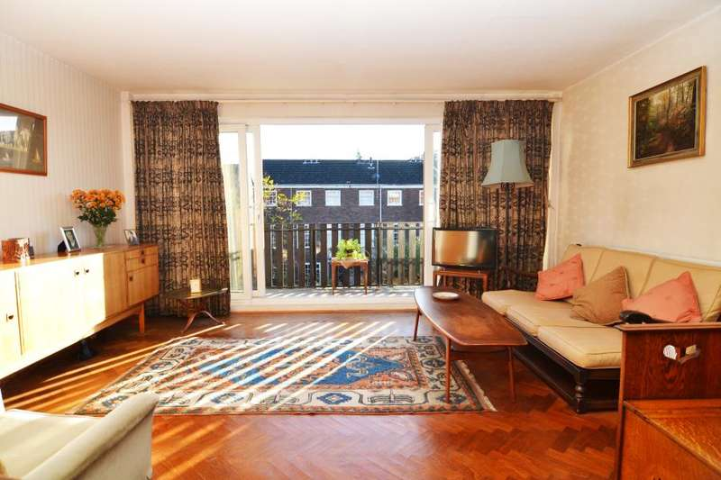 2 Bedrooms Apartment Flat for sale in Broom Close, Teddington, TW11