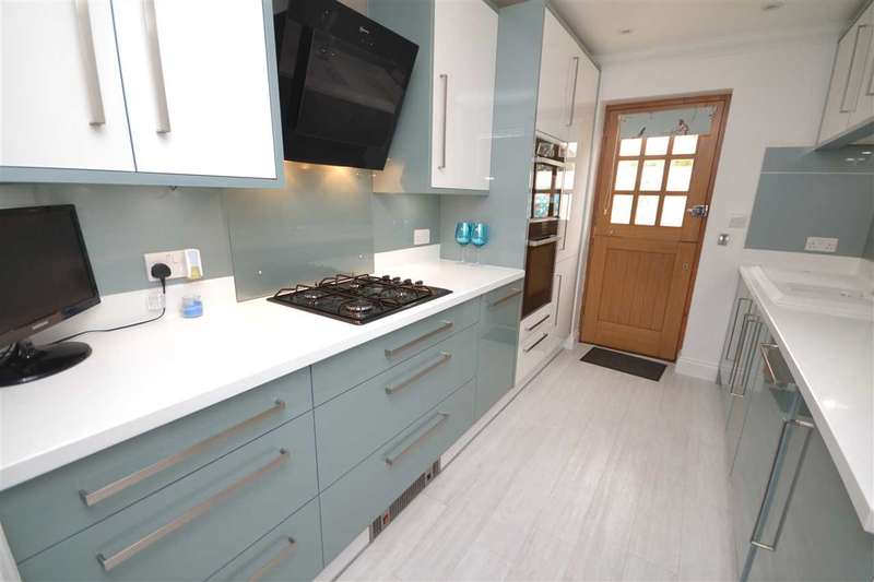2 Bedrooms Bungalow for sale in Peartree Lane, Doddinghurst