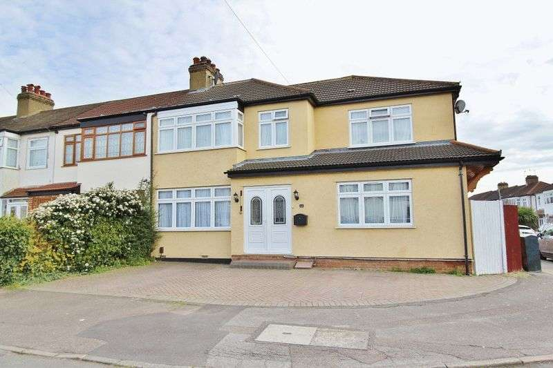 4 Bedrooms Semi Detached House for sale in Ramsden Drive, Collier Row, Romford, RM5