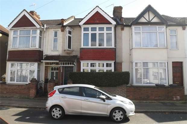 3 Bedrooms Terraced House for sale in Victoria Avenue, Hounslow, Greater London