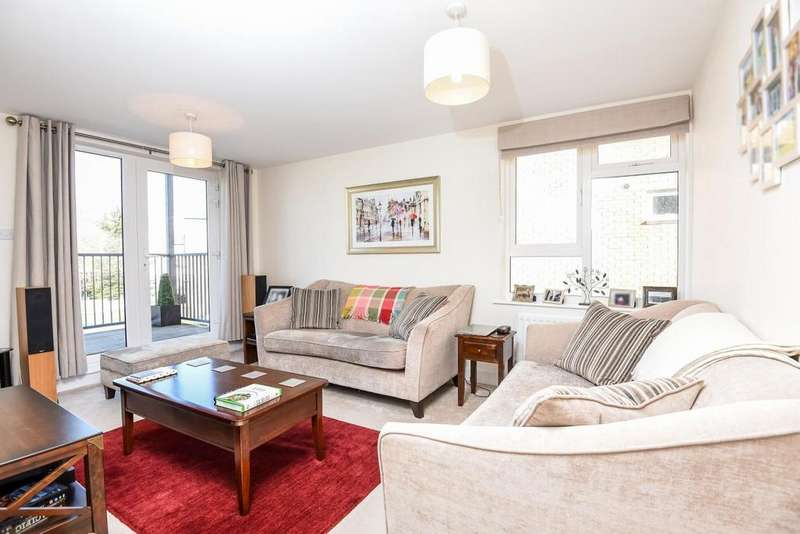 2 Bedrooms Flat for sale in Limerick Close, Balham, SW12