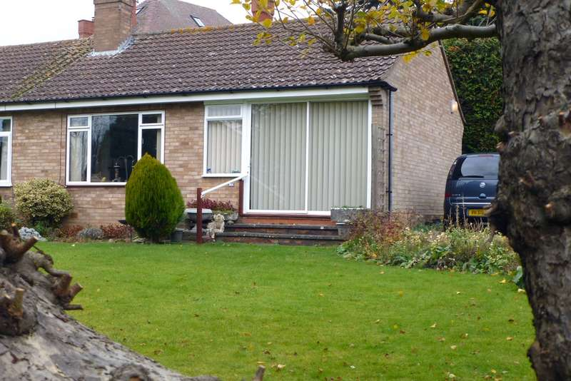 1 Bedroom Semi Detached Bungalow for sale in Greenhill Gardens, Evesham