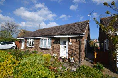 2 Bedrooms Bungalow for sale in Burnham On Crouch, Essex, Uk