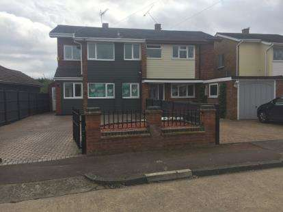 3 Bedrooms Semi Detached House for sale in Eastwood, Essex