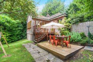 2 Bedrooms Bungalow for sale in Amberley Road, Storrington, Pulborough, West Sussex