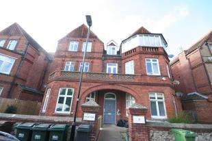 2 Bedrooms Flat for sale in Hartfield Road, Eastbourne, East Sussez