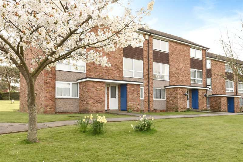 2 Bedrooms Apartment Flat for sale in Seaford Close, Ruislip, Middlesex, HA4