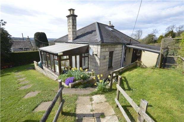 2 Bedrooms Detached Bungalow for sale in Box, Stroud, Gloucestershire, GL6 9HR