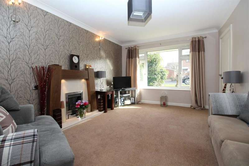 3 Bedrooms Detached House for sale in Carr Wood Gardens , Calverley, LS28