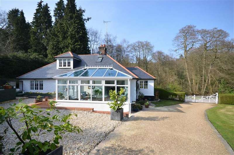 3 Bedrooms Detached House for sale in Jumps Road, Churt, Farnham