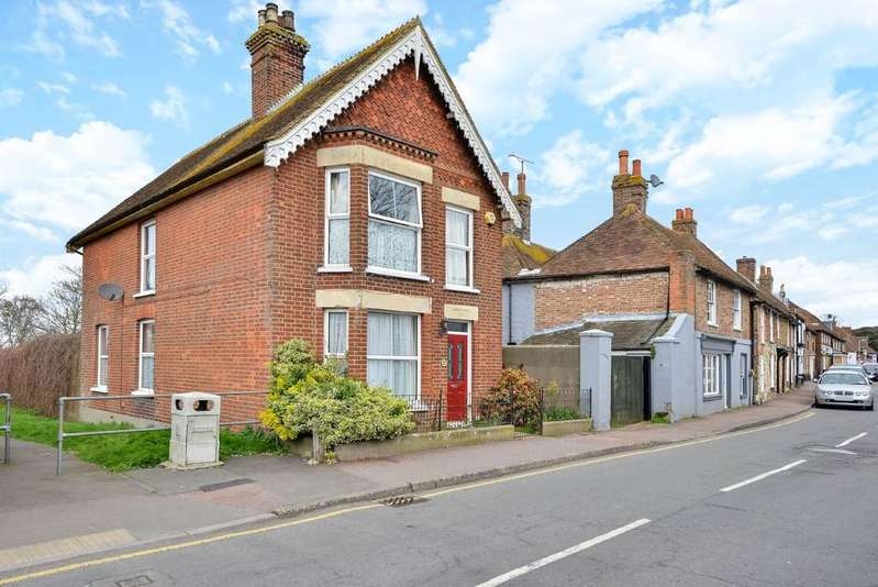 4 Bedrooms Detached House for sale in High Street, Lydd, Kent TN29 9AN