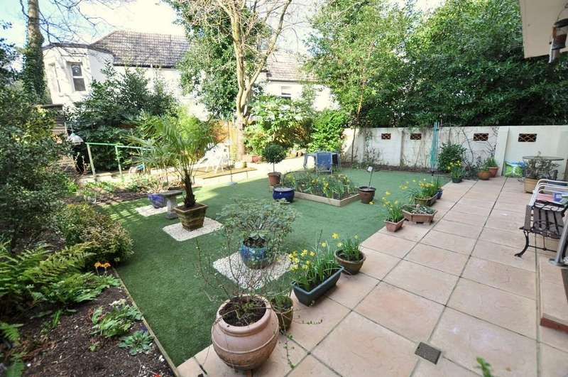 2 Bedrooms Apartment Flat for sale in The Chantry, 18 Madeira Road, Bournemouth