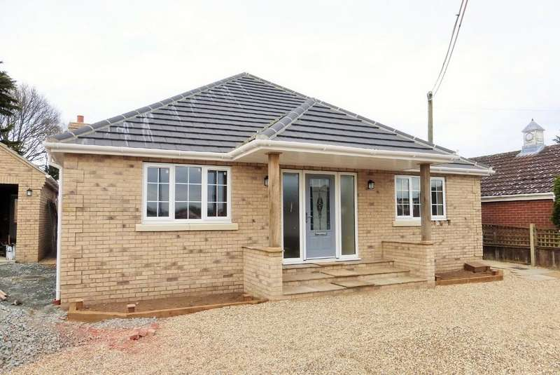3 Bedrooms Detached Bungalow for sale in New Costessey, Norwich