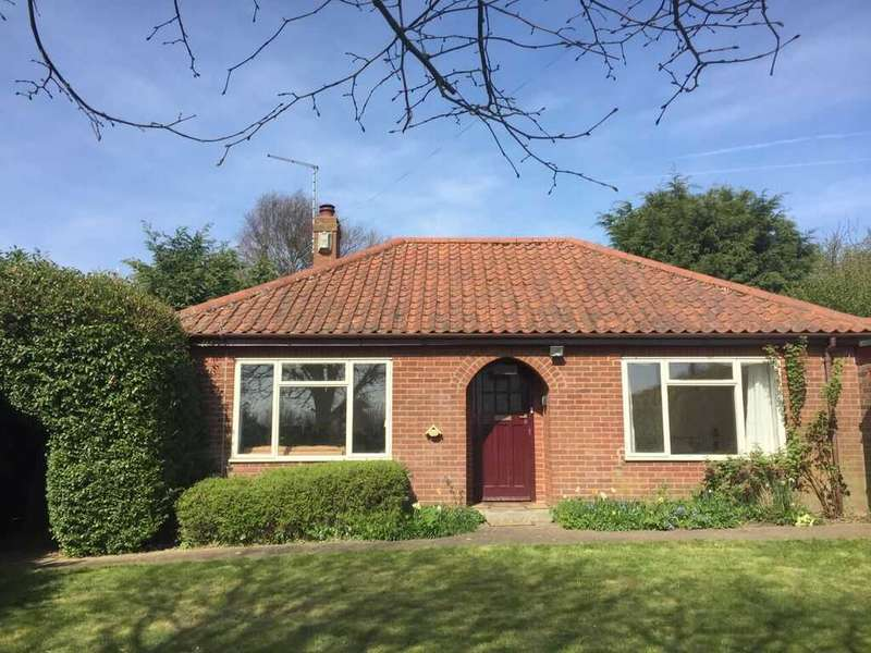 3 Bedrooms Bungalow for sale in Happisburgh, Norwich, Norfolk, NR12