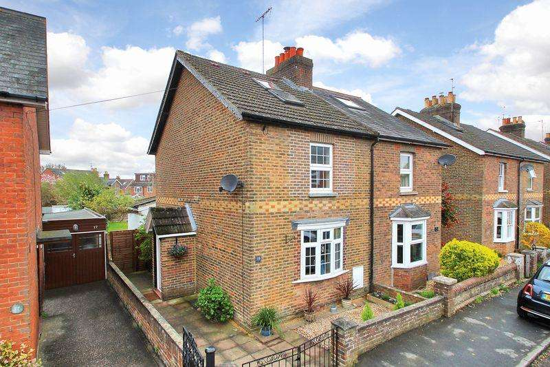3 Bedrooms Semi Detached House for sale in Victory Road, Horsham