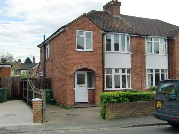 3 Bedrooms Semi Detached House for rent in Edward Avenue, Camberley, Surrey. GU15 3BB